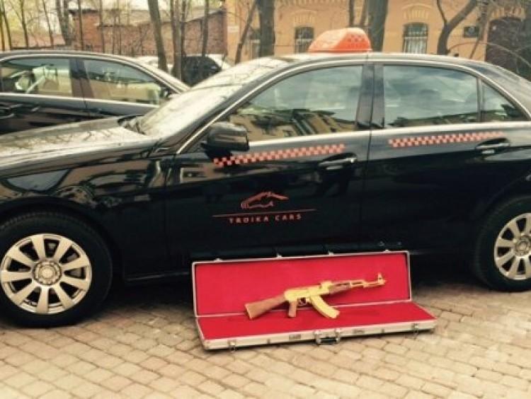 Gouden AK-47 vergeten