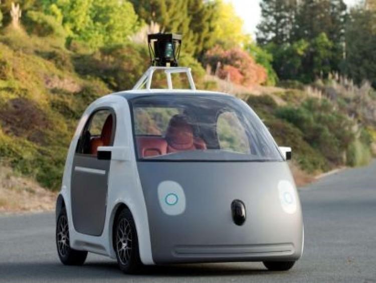 Google-auto maakt opnieuw ongeluk